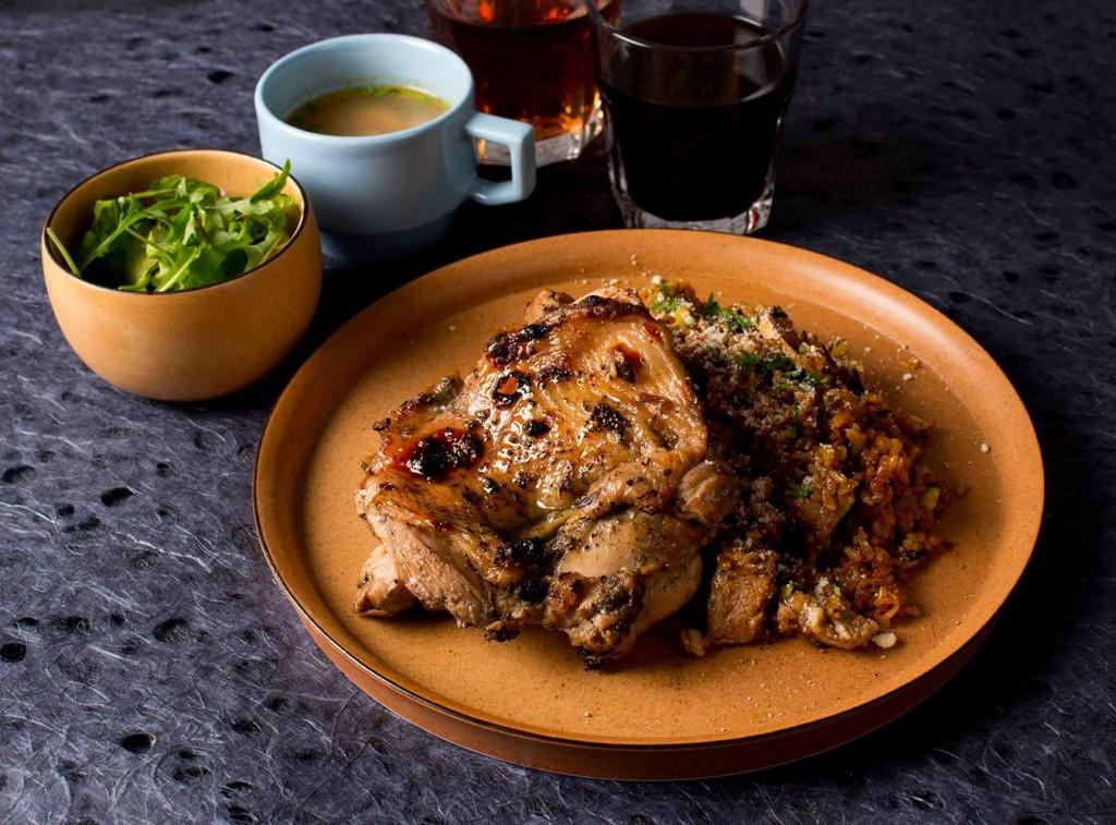 【アサード】とは、注文したお肉が豪快に焼かれるところを見ながらワインと前菜や、ソーシャルの愉しみを含んだ食文化がアルゼンチンのBBQ料理