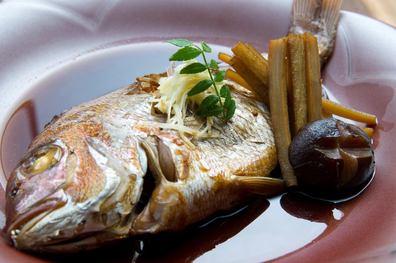 長崎から放血神経〆した鮮度の高い魚を仕入、煮付けが看板のお店