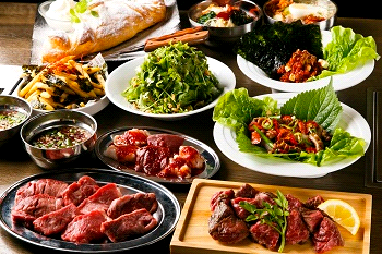 「熟成焼肉 肉源」はUS最高品質のプライム等級と国産ホルモン、ウォークインワインセラーを楽しめる本格的焼肉店。