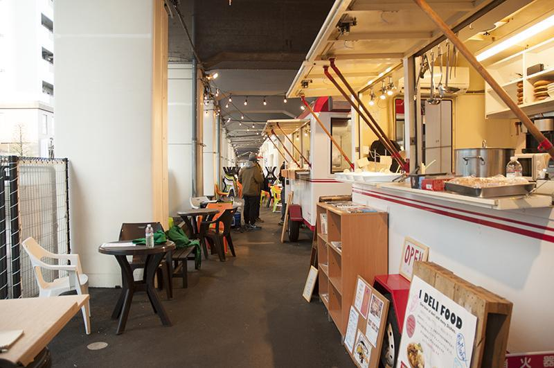 "「TOKYO UMAI YOKOCHO東京うまい横丁」は毎月テーマと店舗が変わる""進化形横丁""。"