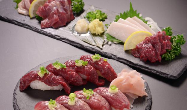 「日本酒&馬肉 ゆう馬麻布十番店 」をオープン。アクセスは「麻布十番駅」から徒歩3分ほどの立地の良さが嬉しい。