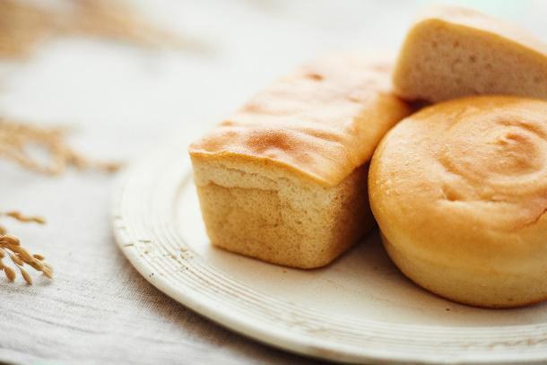 玄米+水=玄米ペースト; 玄米ペースト→玄米パン