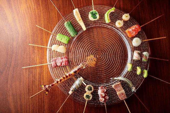 バラエティ豊かな、「銀座 六覺燈」の串カツをそのままカジュアルに楽しるのが魅力です。