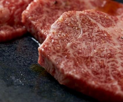 「まんぷく」は、日本人が作る焼肉店として、おもてなし、食材の品質、美味しさにこだわって店舗展開を行っている