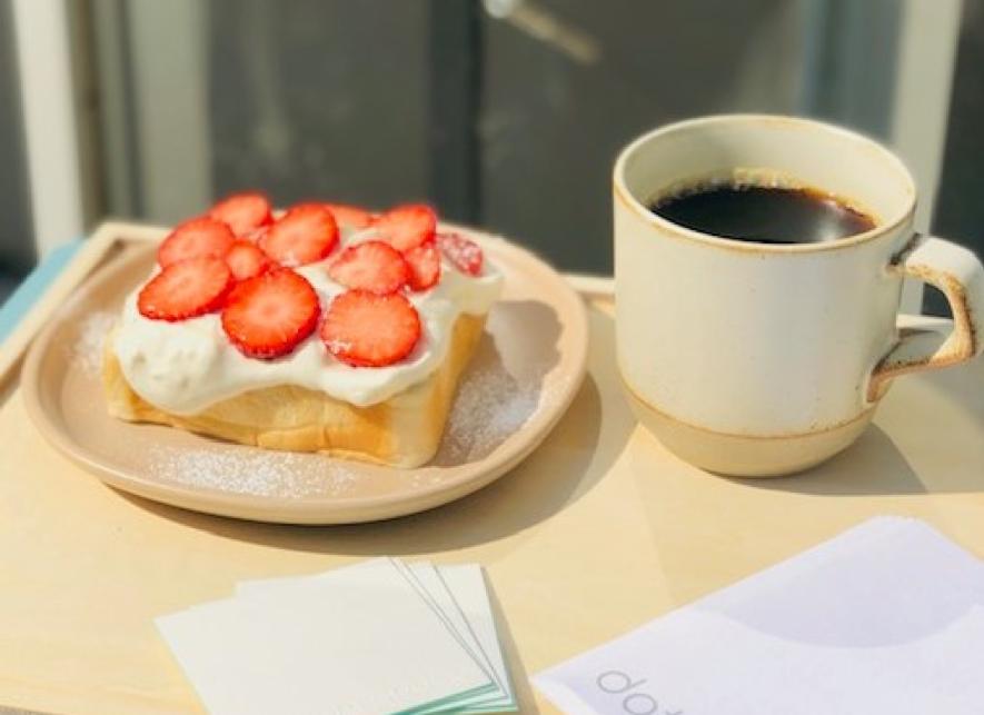 コーヒーを片手に、時にはワークスペース、時にはイベントスペースなどフレキシブルに利用することができる。