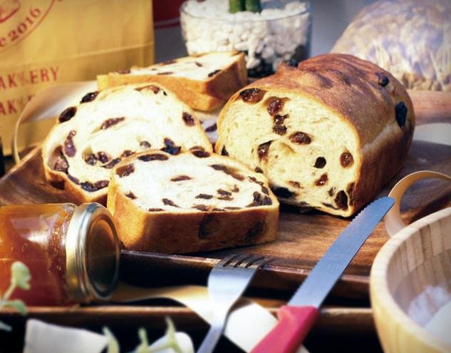 レーズンがたっぷり詰まった贅沢な「レーズン食パン」、創業70年の小田原老舗製餡所の高級あんこを挟み込んだ「あんこマーブル」、そのまま食べても美味しい「ゆめちからもちもち生食パン」に厳選素材を合わせた絶品生食パンが出来上がった。