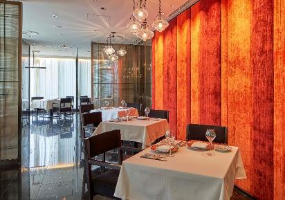 2005年に「御田町 桃の木」を開業から、15年の時を経ての移転、業界の新しい注目レストランであることは間違いない。